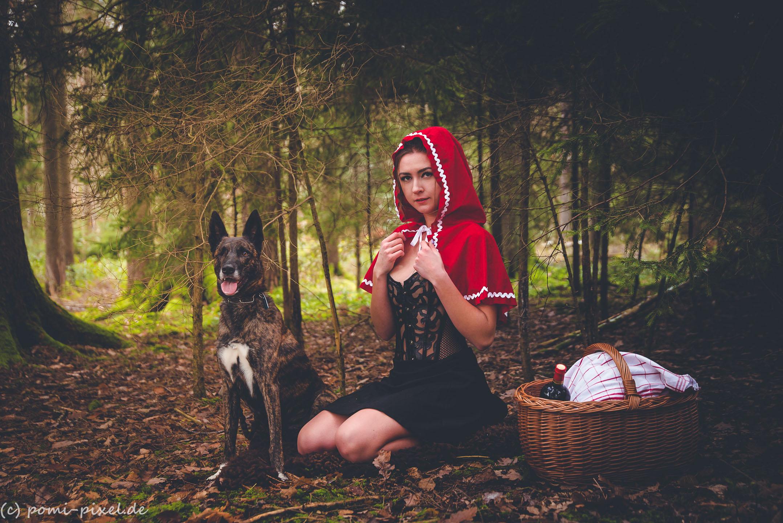 Rotkäppchen im Wald gefickt
